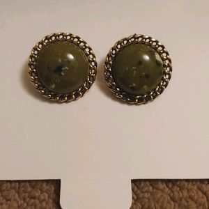 Vintage style clip on earrings color: Green